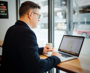 Online Entrepreneur with Age to Your Advantage